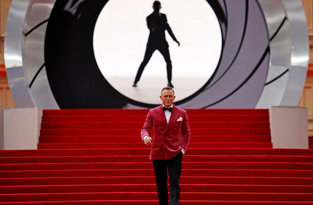 Daniel Craig retires from his legendary role as James Bond