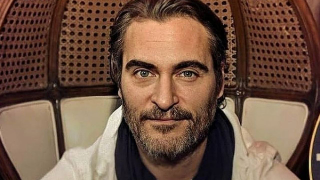 Joaquin Phoenix surprises with his AGED look during the New