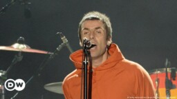Liam Gallagher Releases Album And Announces Knebworth Concert | DW | 01.10.2021