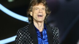 Mick Jagger visits a Rolling Stones fan bar but no one recognizes him