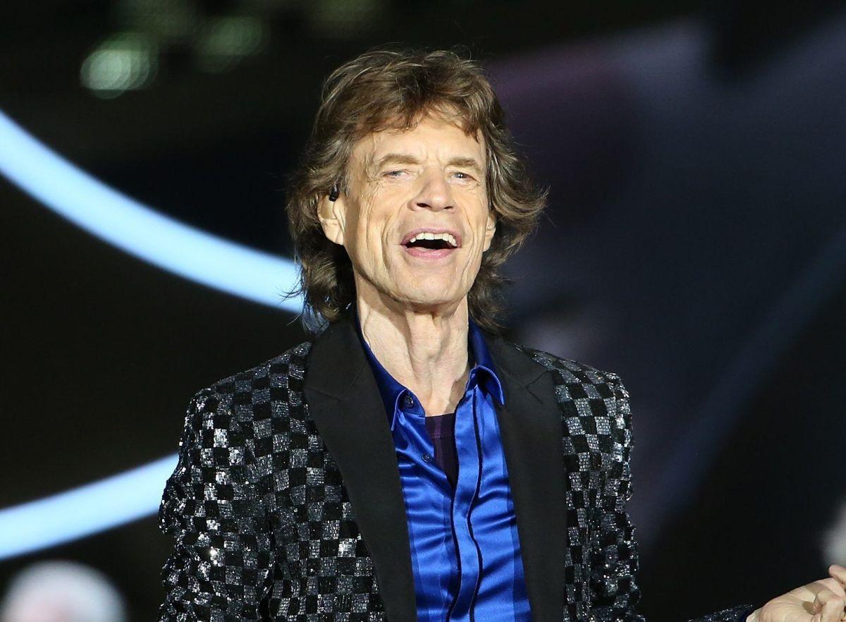 Mick Jagger visits a Rolling Stones fan bar but no