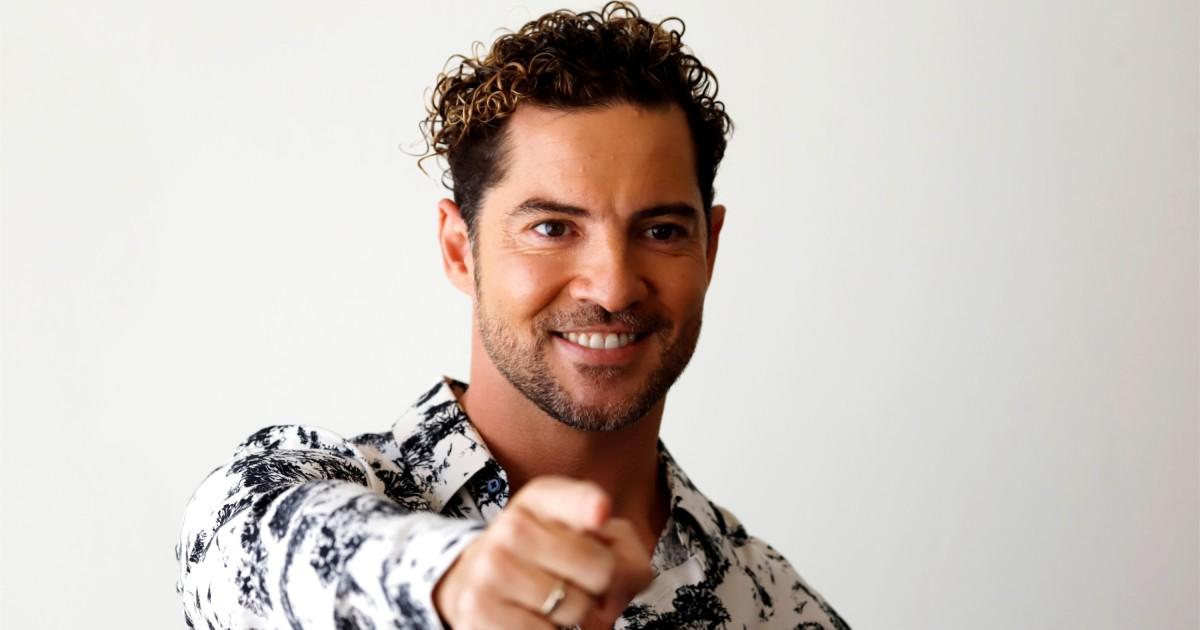 Singer David Bisbal surrenders to the Puerto Rican public